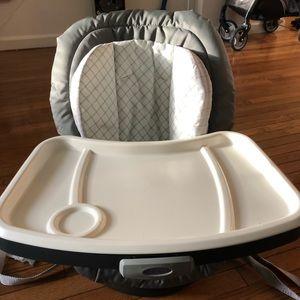 Swivel seat high chair